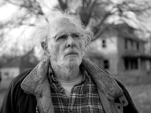 この映画は憂鬱な現代を映しだしている─『ネブラスカ ふたつの心をつなぐ旅...  映画『ネブラス